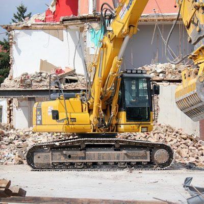 建設業のショベルカーでの解体