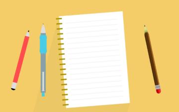 机の上のペンとノート